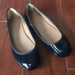 Blue patent leather Ugg ballet flats Sz 8 round